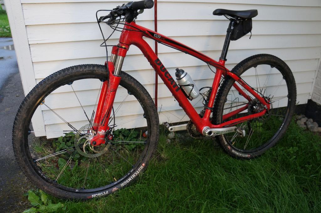 045 1024x679 Röda cykelkläder (Äntligen träning igen)