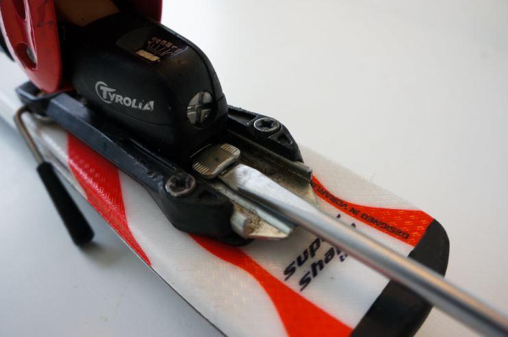 ställa in bindningar på skidor